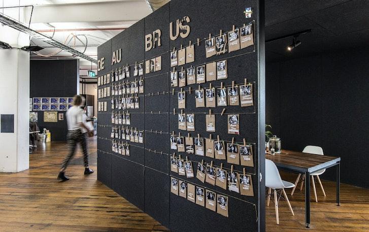 99Designs办公室照片墙