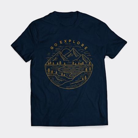 茶色の山のイラストとダークブルーのtシャツ